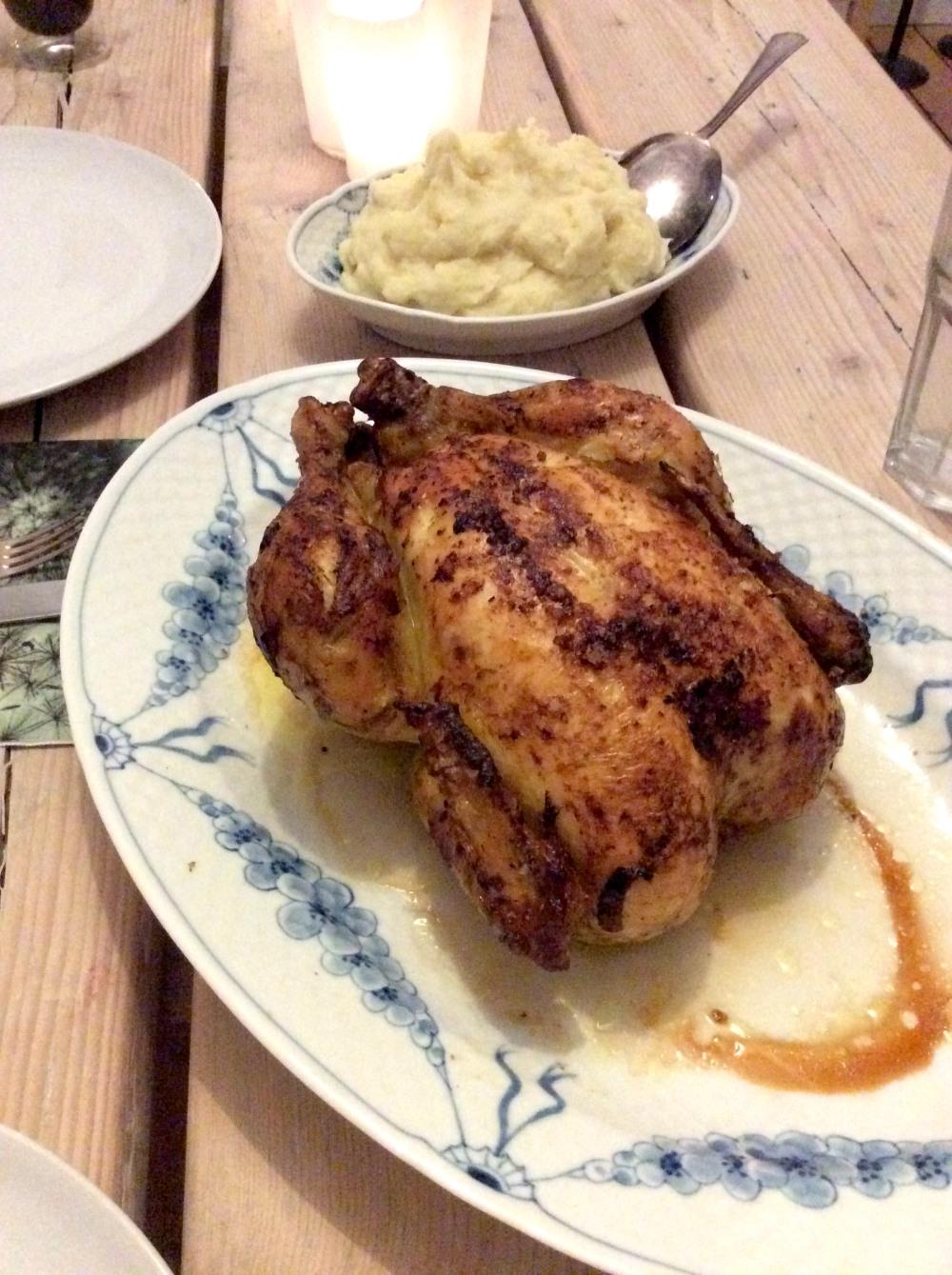 06 Huhn -- auf dem Tisch
